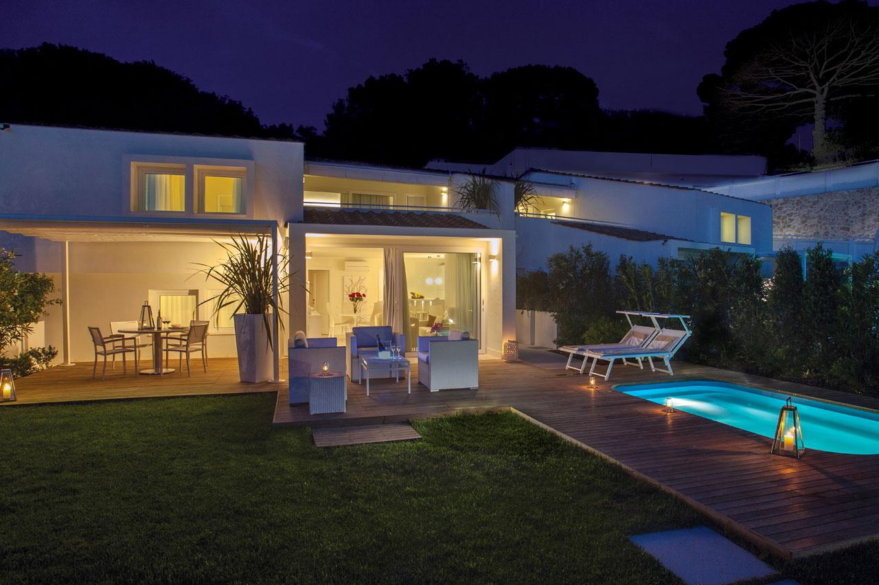Suites elba lusso con piscina hotel 5 stelle elba suites elba portoferraio for Design hotel 5 stelle